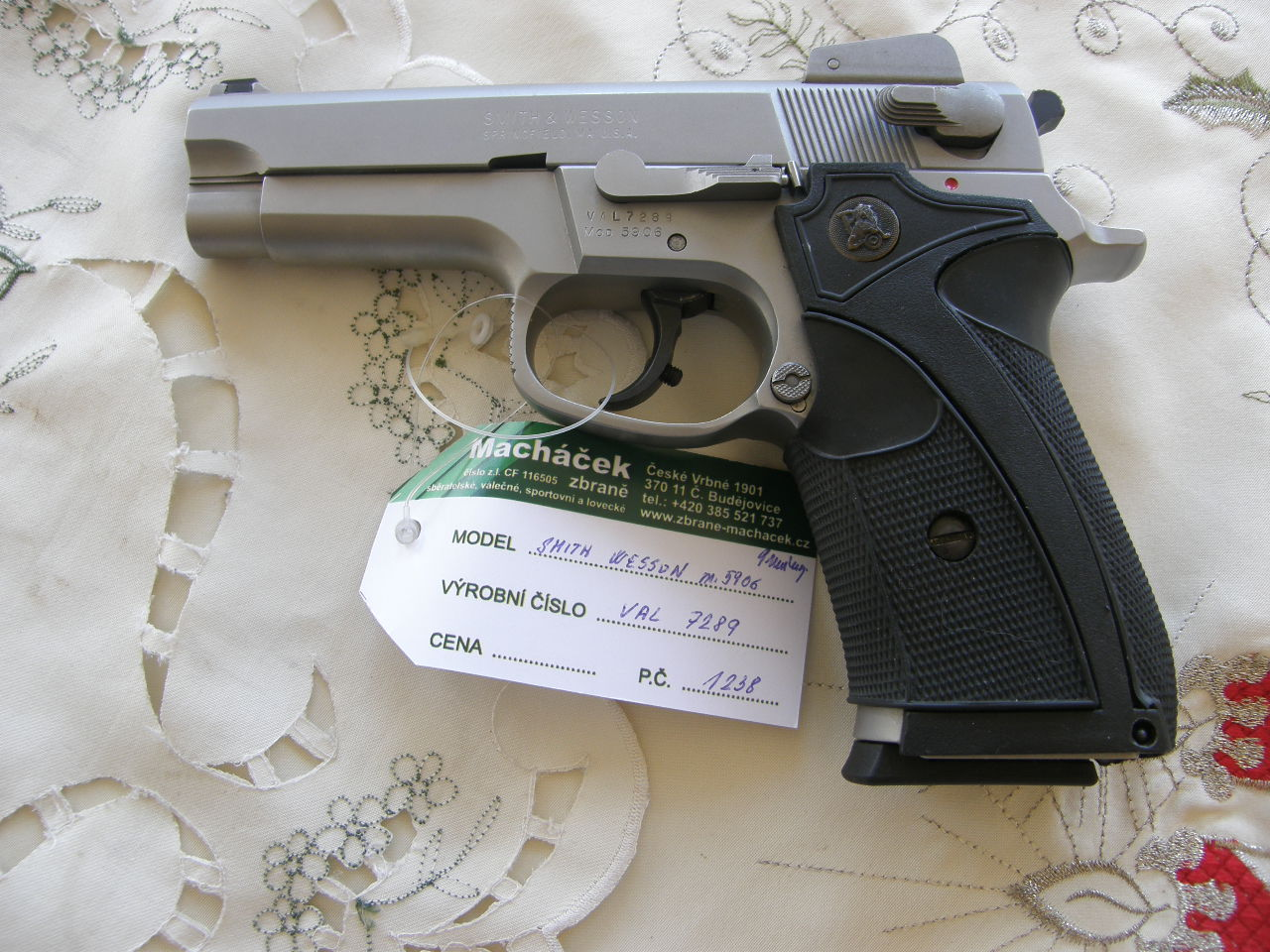 Pistole Smith Wesson Mod. 5906 v.č.VAL 7289 r. 9 mm Luger