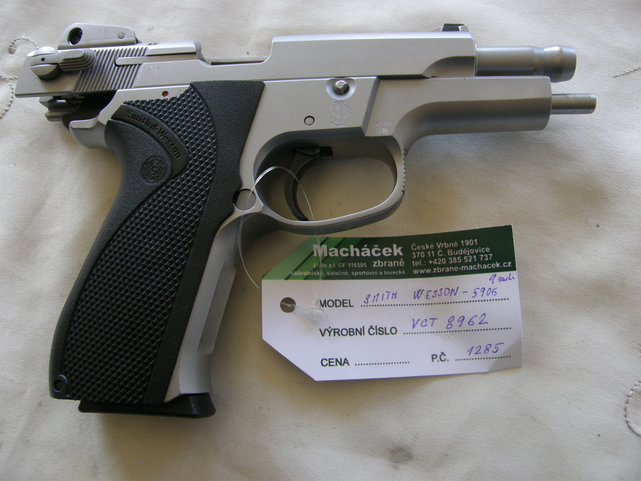 Pistole Smith Wesson Mod. 5906 v.č.VCT 8962 r. 9 mm L.