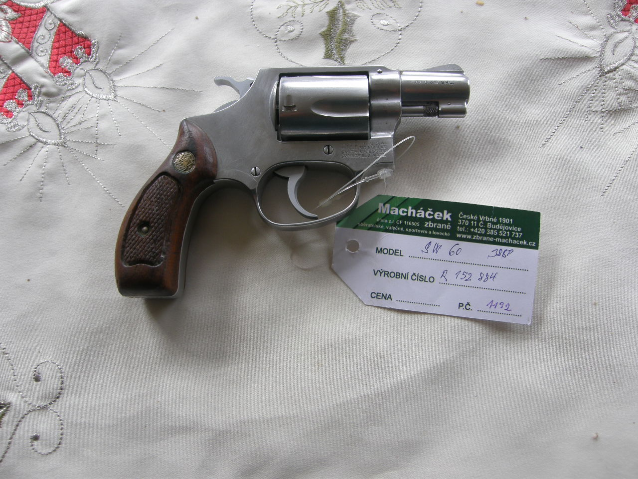 Revolver Smith Wesson Mod 60 v.č.R 152884 r. 38 Sp.